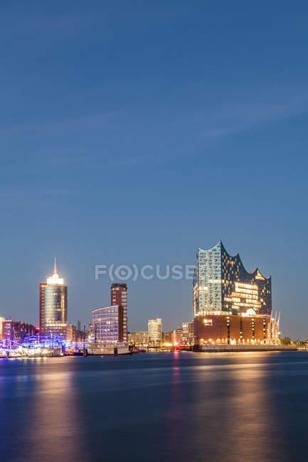 Germany, Hamburg, Elbe Philharmonic Hall and HafenCity at blue hour — Stock Photo