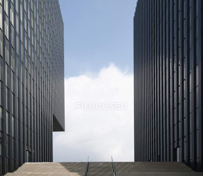 Alemanha, Duesseldorf, duas fachadas em Media Harbour — Fotografia de Stock