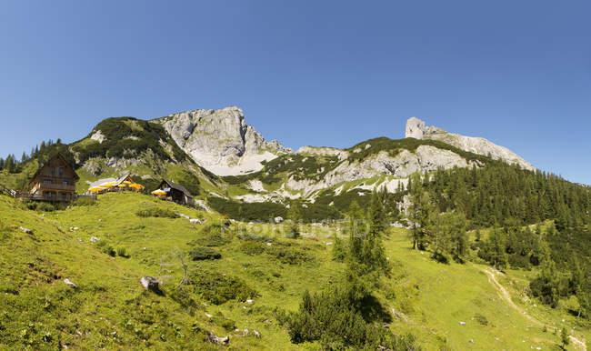 Austria, Styria, Tauplitz, Totes Gebirge, Alpine cabins — стокове фото