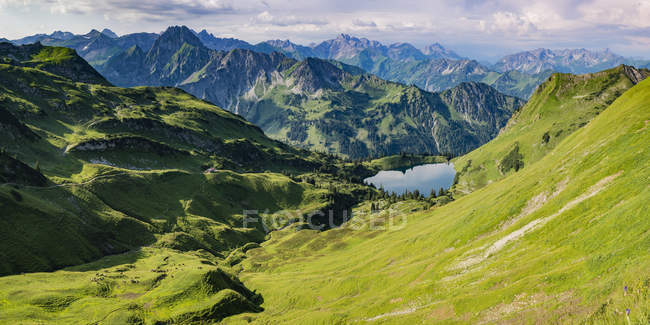Germany, Bavaria, Allgaeu, Allgaeu Alps, Panorama of Zeigersattel, Seealpsee, Hoefats left — Stock Photo