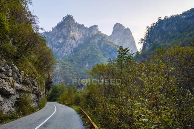 Montenegro, Pljevlja province, Durmitor National Park, country road through Tara Canyon — Stock Photo