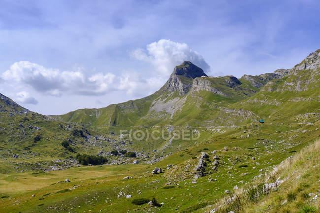 Montenegro, Durmitor National Park, Durmitor massif, mountain road, mountain Uvita Greda — Stock Photo