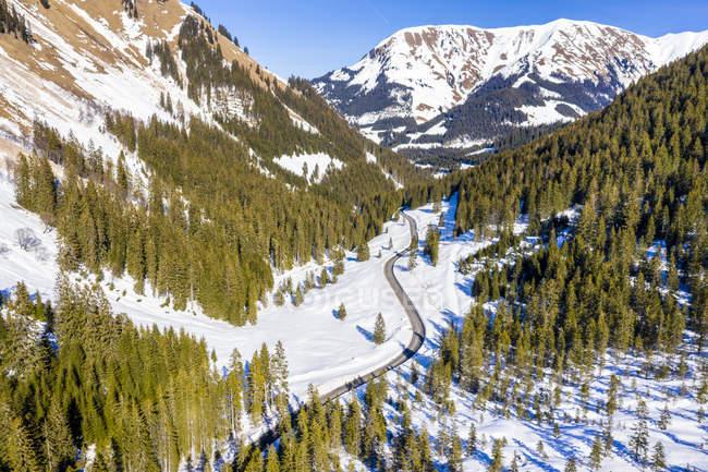 Австрія, Тіролі, Лєх долина, Namlos гірський прохід взимку, аерофотознімок — стокове фото