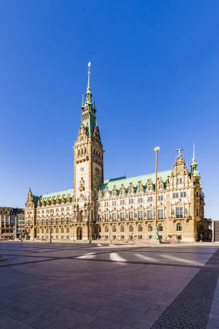 Germany, Hamburg, city hall market with city hall — Stock Photo