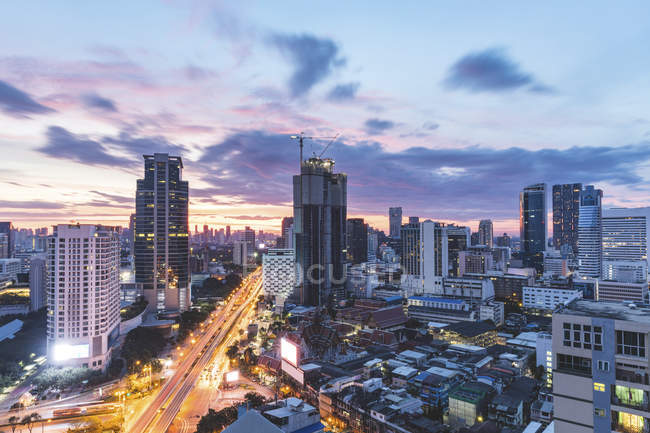 Thailand, Bangkok, aerial view of highway and skyscrapers in the city at sunrise — Stock Photo