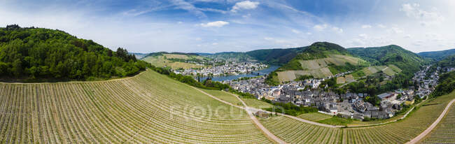Germany, Rhineland-Palatinate, Panoramic view of Traben-Trarbach with Moselle river, vine yard — Stock Photo