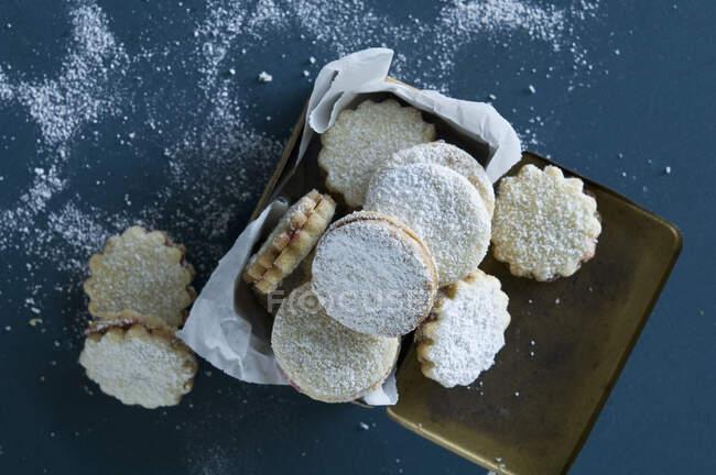 Рождественские пироги в жестяной банке — Stock Photo