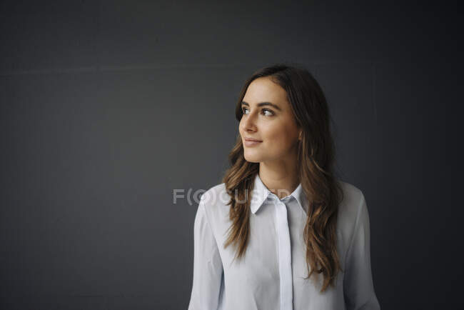 Portrait of smiling young businesswoman looking sideways — Stock Photo