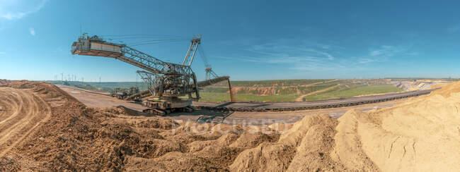 Alemania, Juechen, vista panorámica de la mina de superficie Garzweiler, esparcidor viejo - foto de stock