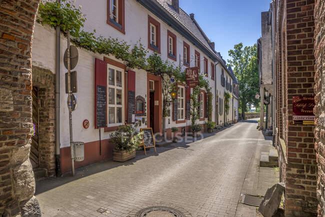 Alemania, Zons, vista en Rheintorstrasse - foto de stock