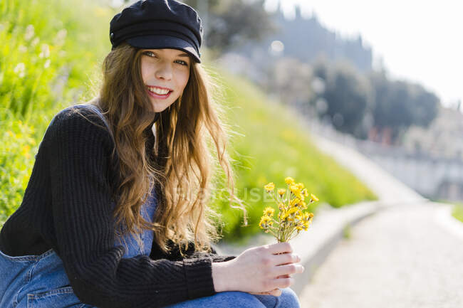 Portrait of young woman with bunch of flowers in Verona — Stock Photo