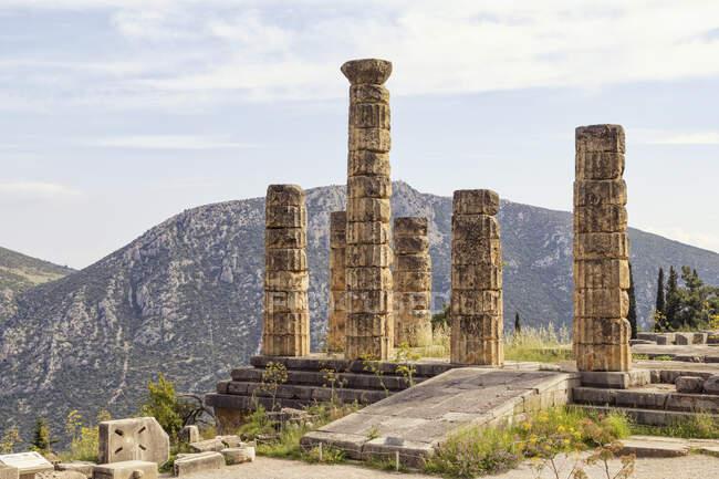 Grèce, Delphes, Temple d'Apollon, piliers doriques — Photo de stock
