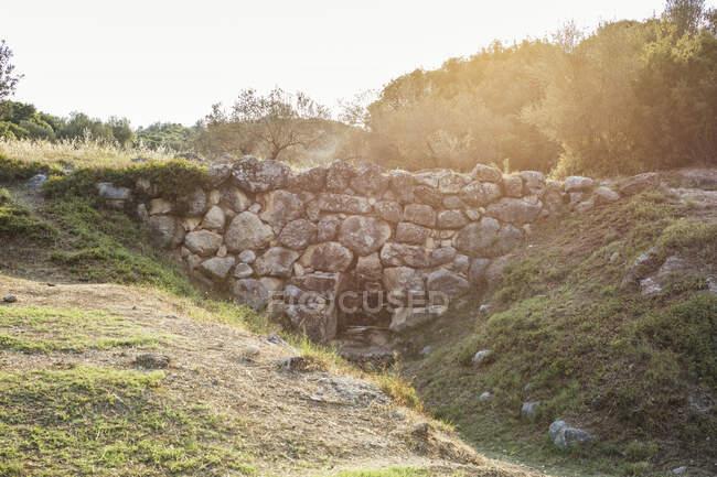 Grèce, route de Nauplie, pont Arkadiko en contre-jour — Photo de stock