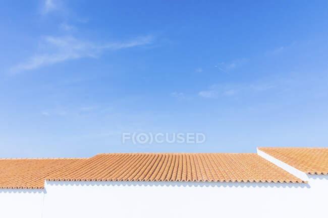 Portugal, Algarve, Sagres, toit avec tuiles d'argile typiques — Photo de stock