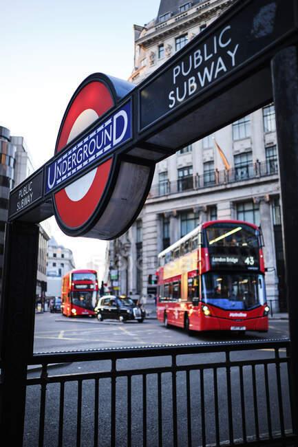 Royaume-Uni, Londres, station de métro signe — Photo de stock
