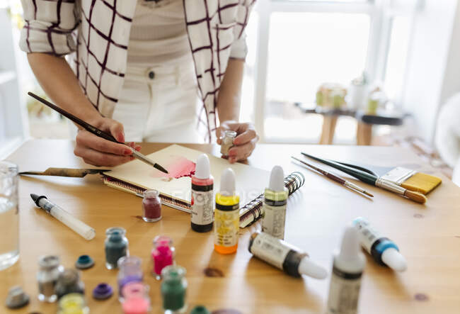 Woman painting at home, partial view — Stock Photo