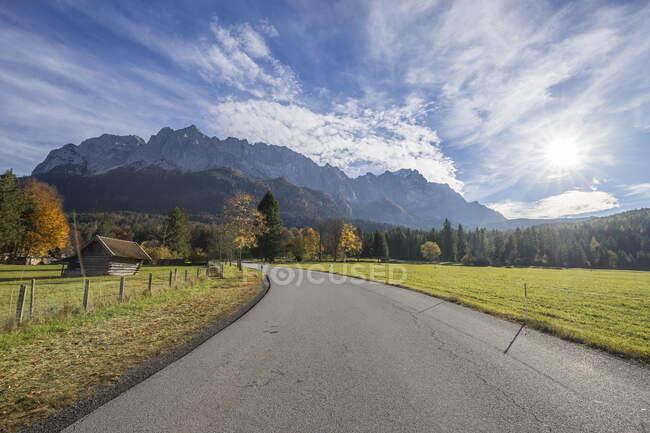 Germany, Garmisch-Partenkirchen, Grainau, view to Wetterstein mountains with Waxenstein — Foto stock