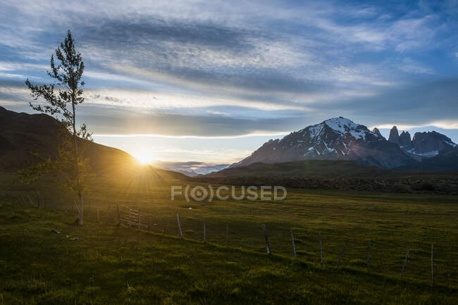 Chile, Patagonia, Torres del Paine National Park, sunset in mountainscape — Stock Photo