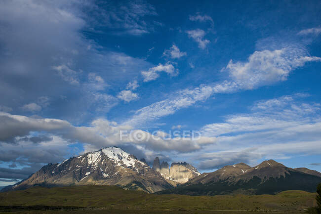 Chile, Patagonia, Torres del Paine National Park, mountainscape in early morning light — Stock Photo