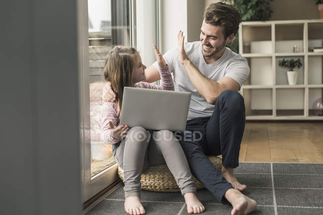 Young man and little girl surfing the net together — Stock Photo