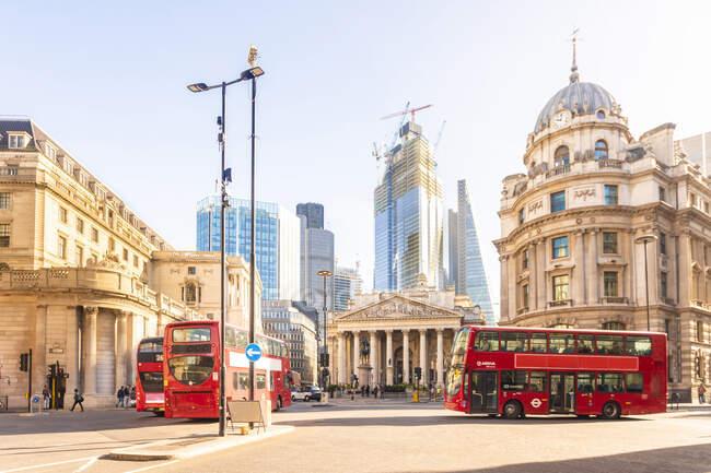 Royaume-Uni, Londres, Lombard Street, station bancaire, banque d'Angleterre, quartier financier par une journée ensoleillée — Photo de stock