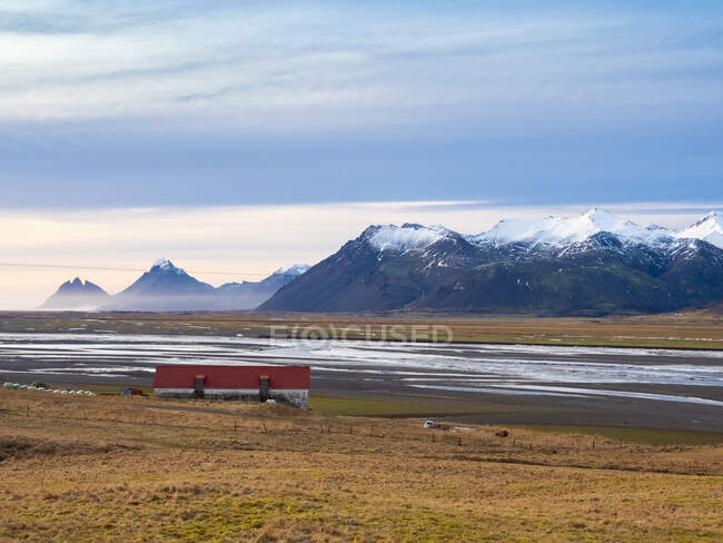 Iceland, Austurland, landscape with house and mountains on the way to Egilsstadir — Stock Photo