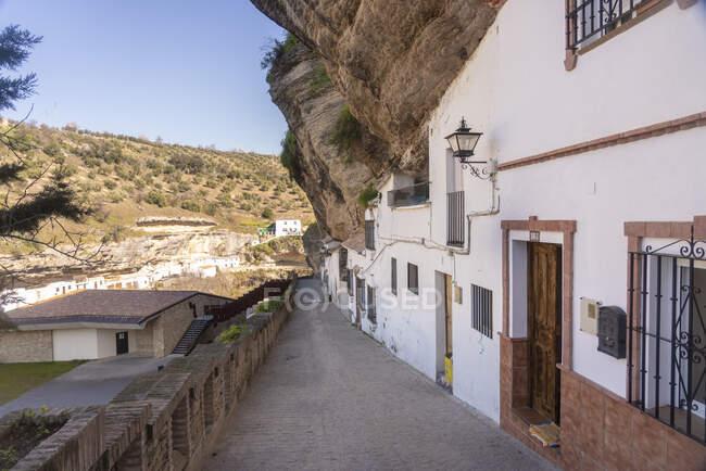 Espagne, Andalousie, Province de Cadix, Setenil de las Bodegas, ruelle — Photo de stock