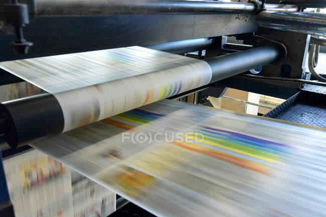 Друкарська машинка у друкарні. — стокове фото