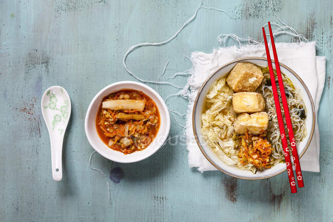 Asian noodle soup with cabbage, tofu, shirataki noodles and homemade kimchi — Stock Photo