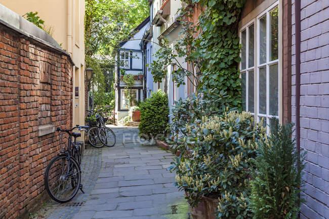 Alemania, Ciudad hanseática libre de Bremen, casco antiguo, Schnoorviertel, Schnoor, casas típicas, callejón - foto de stock