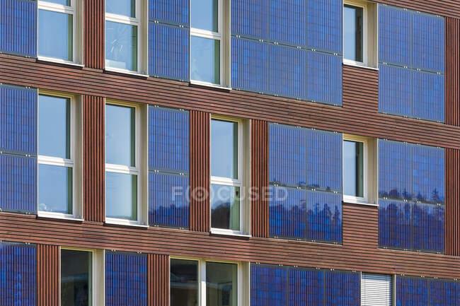Німеччина, Тюбінген, Мюленвіртель, зблизька сучасного житлового будинку з нульовою енергією. — стокове фото