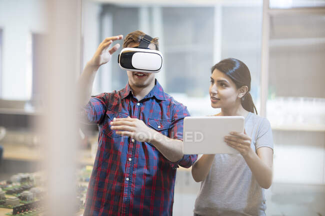 Colleagues using a VR headset — Stock Photo