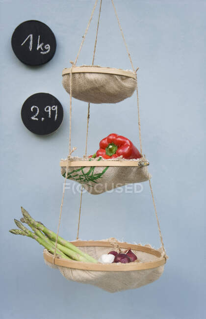 Marco de bordado Upcycled y bolsas de arroz - foto de stock