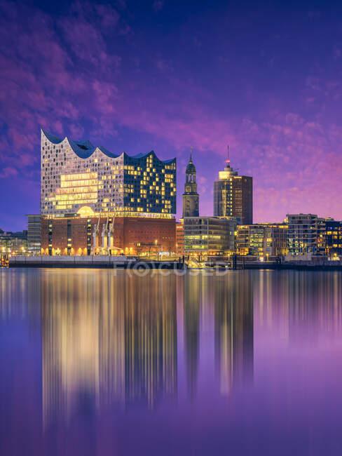 Lighting Elbe Philharmonic Hall, Hamburgo, Alemania, - foto de stock