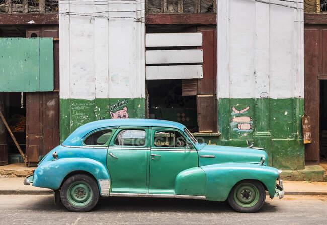 Voiture vintage réparée, La Havane, Cuba — Photo de stock