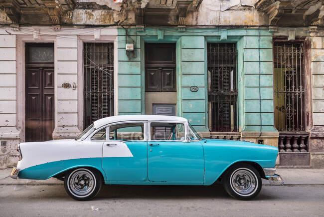 Voiture vintage garée, La Havane, Cuba — Photo de stock