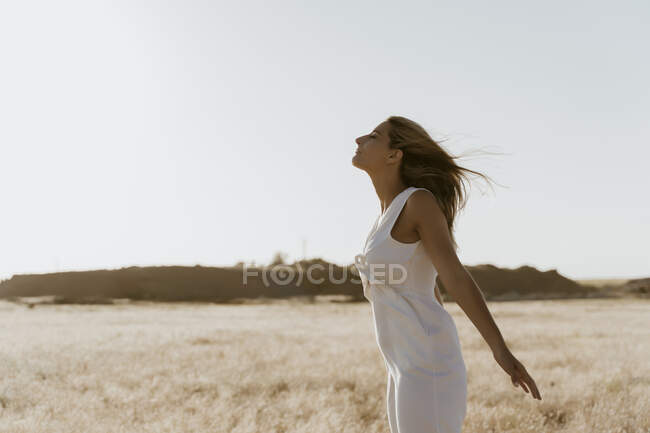 Female traveller enjoying the wind — Stock Photo