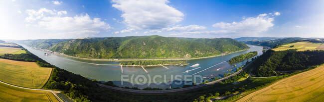 Germany, Rhineland-Palatinate, Bingen region, Henschhausen am Rhein, Panoramic view of grain fields, Kaub and Pfalzgrafenstein Castle — Stock Photo
