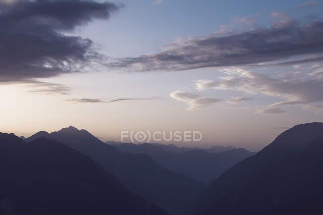 Svizzera, Ticino, Airolo, atmosfera mattutina al Passo del San Gottardo — Foto stock