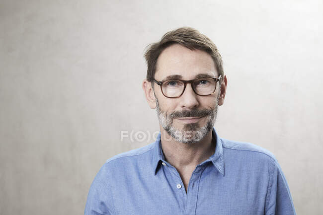 Portrait of a smiling man — Stock Photo