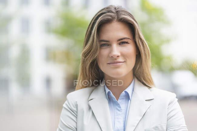 Ritratto di giovane imprenditrice — Foto stock