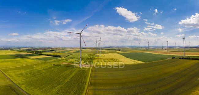 Germany, Rhineland-Palatinate, Alzey, Wind park and fields — Stock Photo