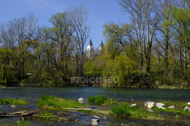Freising cathedral and river Isar, Freising, Bavaria, Germany — Stock Photo