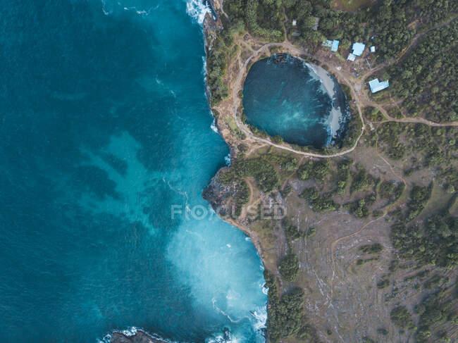 Veduta aerea di Broken Beach, isola di Nusa Penida, Bali, Indonesia — Foto stock