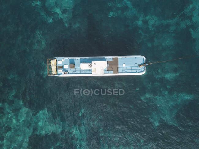 Aerial view of bathing ship, Nusa Penida island, Bali, Indonesia — Stock Photo