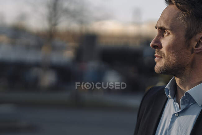 Portrait of a successful businessman in the city — Stock Photo