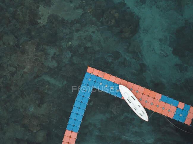 Stand Up Paddling, Veduta aerea del molo al mattino, Isola di Nusa Penida, Bali, Indonesia — Foto stock