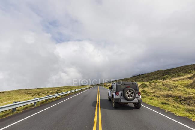 Jeep on Haleakala Highway, Maui, Hawaii, USA — Stock Photo