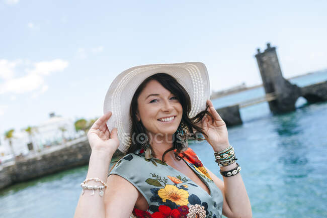 Woman with white sun hat in Arrecife, Spain — Stock Photo