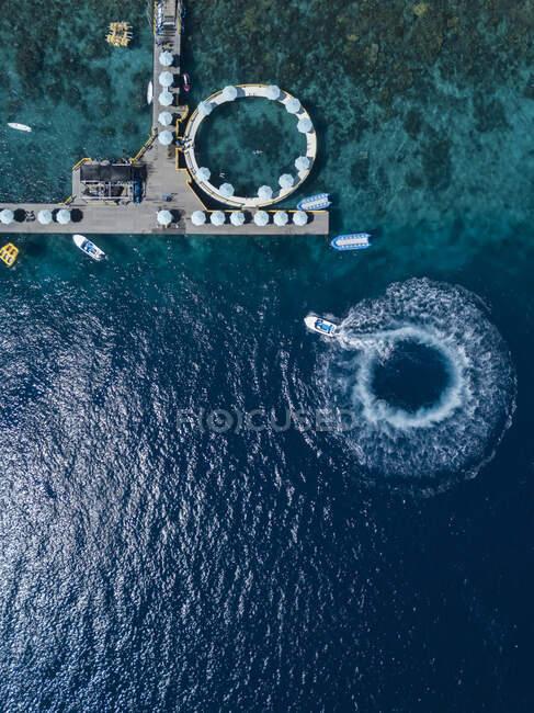 Veduta aerea delle attrazioni turistiche, Kutampi spiaggia, Nusa Penida isola, Bali, Indonesia — Foto stock